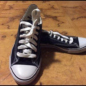 52 airwalk shoes airwalk white and blue