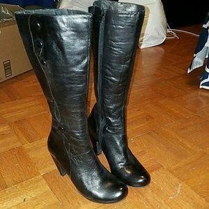miz mooz Shoes - LIKE NEW Miz Mooz black heeled boots with buttons