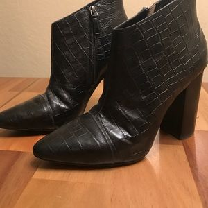 Pour La Victoire heeled booties: like new
