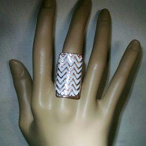 Jewelry - Beautiful enamel White goldtone zig zag large ring