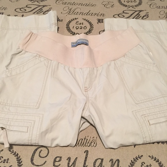 Old Navy Pants - Maternity capris size medium