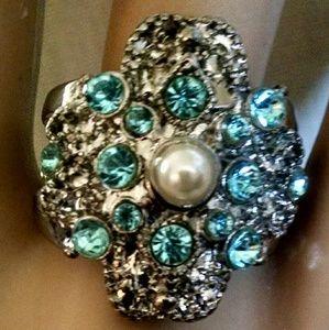 Jewelry - Beautiful silvertone blue stones Pearl ring