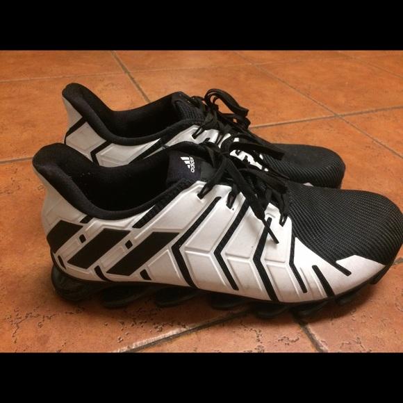 Scarpe Adidas Springblade In Bianco Poshmark E Nero Poshmark Bianco f84761