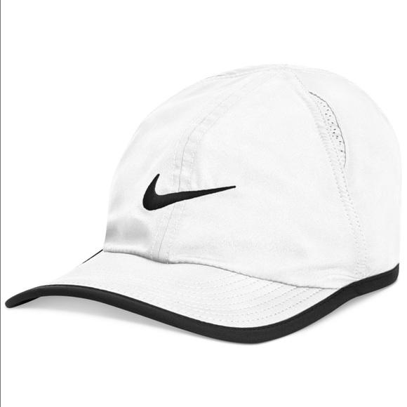 NIKE DRI FIT WHITE HAT. M 589eccc7eaf030207901287e 655dbdd1ed8