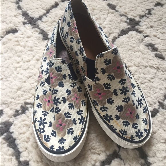 98dd1dca0 Tory Burch Floral Print slip on sneakers. M_589eef645a49d059e50169a5