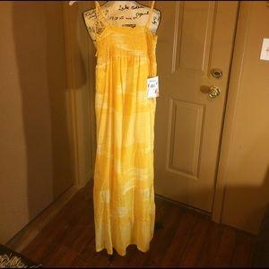 Roxy Dresses & Skirts - NWT yellow Roxy maxi dress medium
