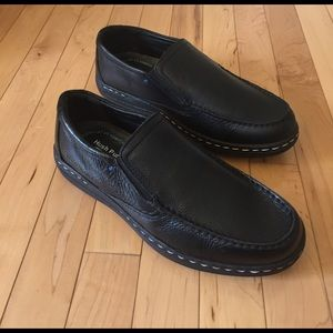Hush Puppies Other - NEW Hush Puppies Vicar Victory Black Slip Ons 9