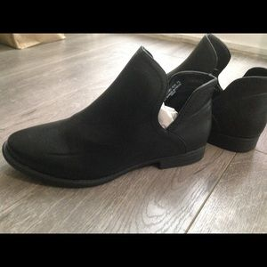 bamboo Shoes - NWT black bamboo brand booties 7.5