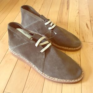 Hush Puppies Other - NEW Hush Puppies Soft Suede Chukka Boots Size 9