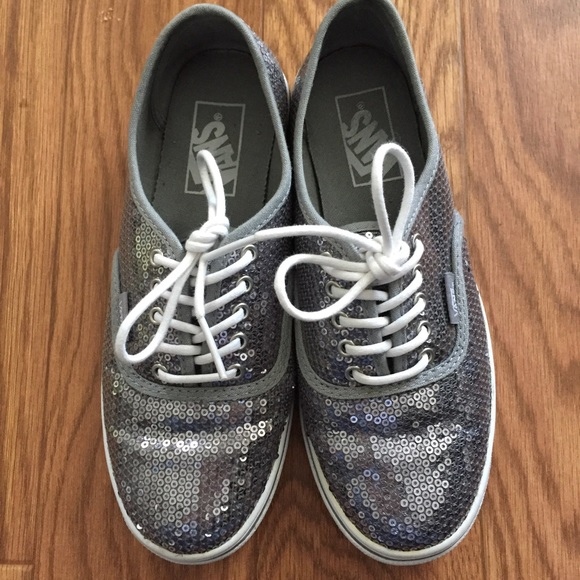 5d313894d324 ✨Authentic Lo Pro Sequin Silver VANS ✨. M 589f66cf620ff7012a02e036