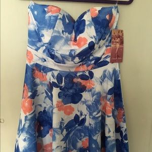 Emerald Sundae Dresses & Skirts - NWT Floral Strapless Dress