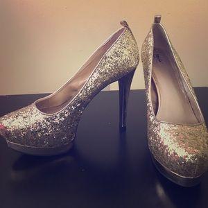 Glittery gold stiletto