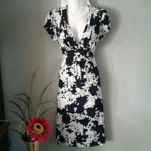 Merona Dresses & Skirts - Merona Navy and white v neck dress