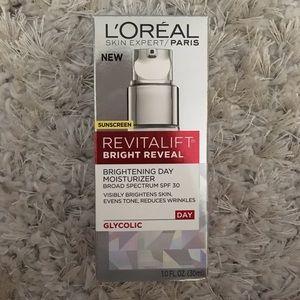 L'Oreal Other - L'Oréal Revitalift Bright Reveal