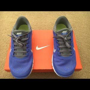 Nike Shoes - Nike Free 3.0 V5 size 8.5