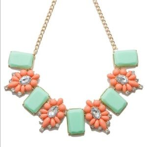 🎉HP🎉Stunning Mint and Coral necklace - 1 left