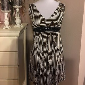 Dresses & Skirts - NWT Black and cream Dress 👗 Small