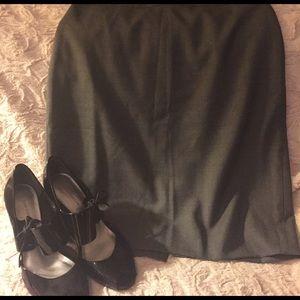 J. Crew Dresses & Skirts - 💗NWT!! J.Crew gray No. 2 pencil skirt. Size 10 💗