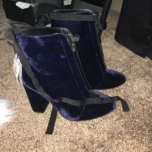 Zara velvet booties never been worn