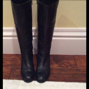 Etienne Aigner Leather Crest Boots Size 6M