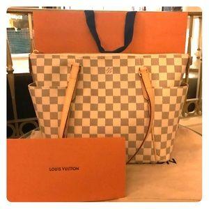 Handbags - Louis vuitton totally 💕