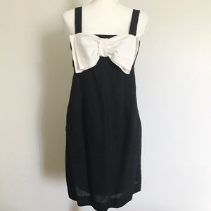 Rhapsody Dresses & Skirts - 🖤🎀 Black and White Linen/Cotton Shift Dress