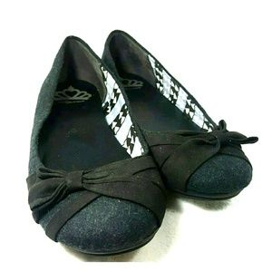  Fergalicious Black and Grey Ballet Flats