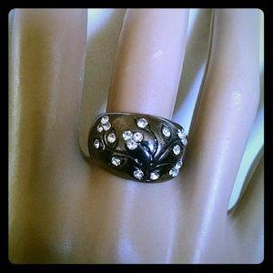 Jewelry - Beautiful gunmetal color rhinestone fashion ring