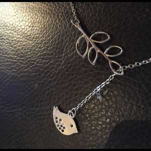 Jewelry - NWT lariat style bird and olive leaf necklace