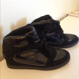 Shoes - Sketchers Sneakers