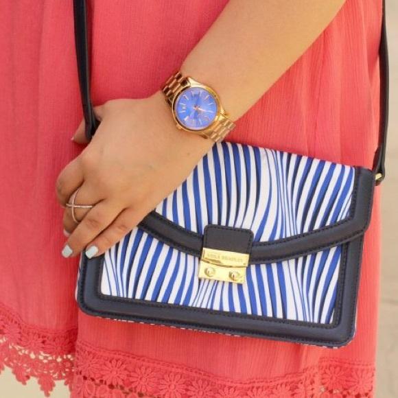 Vera Bradley Handbags - Vera Bradley Navy Printed Crossbody Bag!