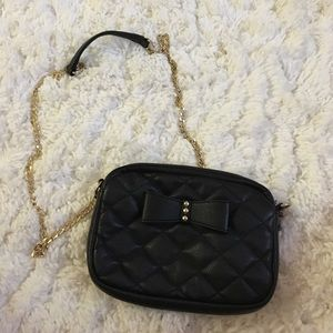 Forever 21 black quilted crossbody