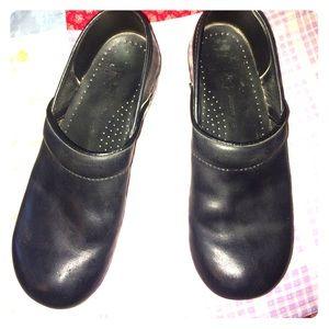 Dansko Shoes - Sz 41/11 Narrow 💋DANSKO 💋 black oiled clogs