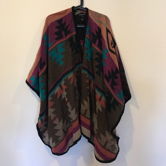 Saks Fifth Avenue Sweaters - Saks Fifth Ave Aztec print wrap poncho