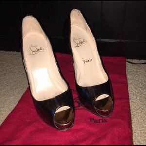 AUTHENTIC Christian Louboutin pumps.