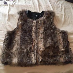SALEMossimo faux fur vest