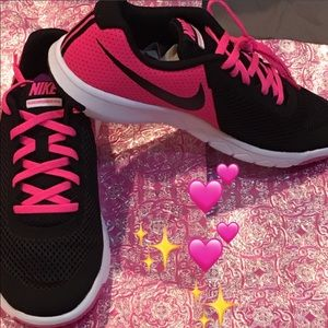 Nike Shoes - Women Nike Sneaker. 💕🛍💕🛍😍