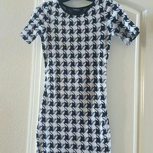 Isabella Oliver Dresses & Skirts - Isabella Oliver Houndstooth Maternity Dress