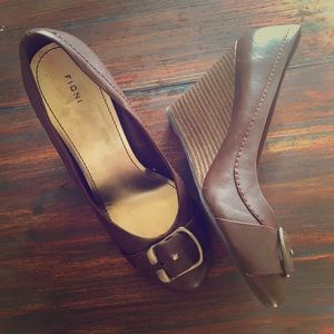 Shoes - Hip brown wedges