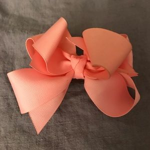 Accessories - Pink bow pin