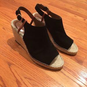Shoes - Banana Republic Sandals! 🍌