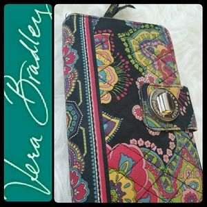 Vera Bradley Handbags - Vera Bradley Quilted Style Wallet