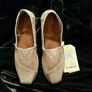 NWT TOMS Lacy Flats
