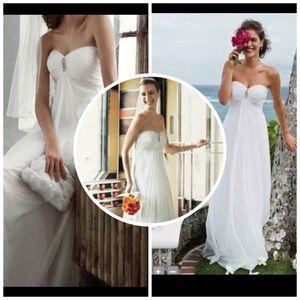 David's Bridal Dresses & Skirts - David's Bridals Galina Wedding Dress with Veil