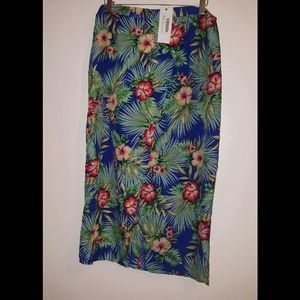Beautiful front wrap skirt by boohoo size 8