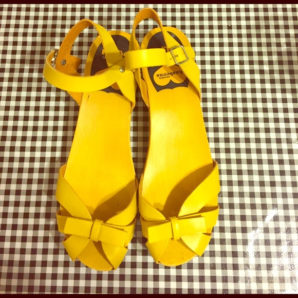 69f48246895 Yellow Swedish Hasbeens clogs