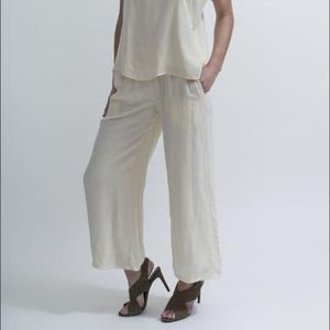 Comfortable wide leg lounge pants, fully lined.