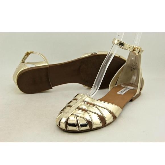 d75b27edc88 Steve Madden gold flat sandal Boutique