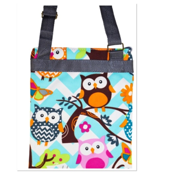 Boutique Bags - Chevron Owl Print Crossbody Purse