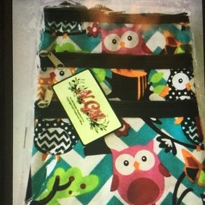 Boutique Bags - Chevron Owl Print Crossbody Purse